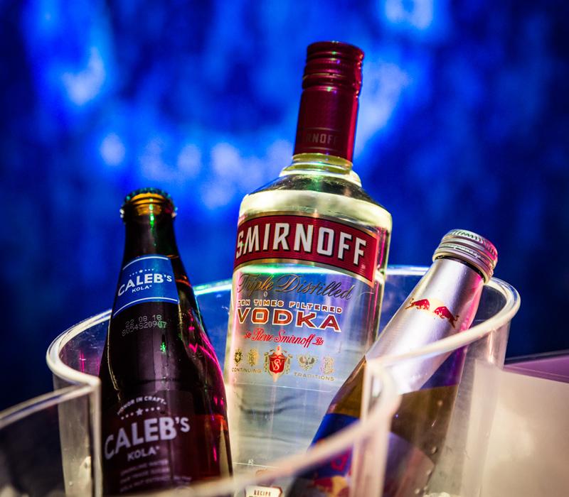 Smirnoff vodka met Caleb's kola en Red Bull